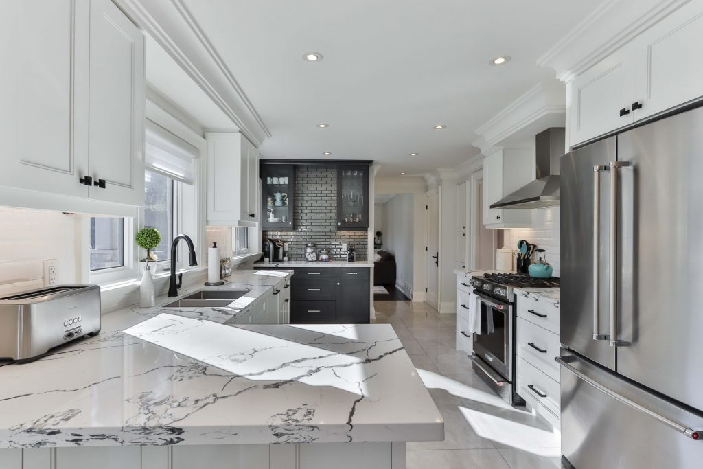 The Benefits of Mirror Backsplash for Your Kitchen